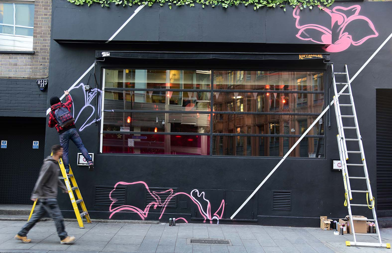 Nerone,street-art-queen-o-hoxton-london 25